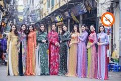 Dàn người đẹp rủ nhau diện áo dài xuống phố đón xuân