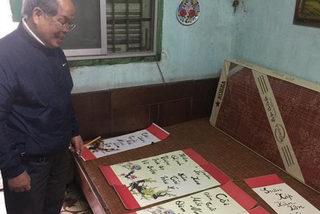"""PGS. Bùi Hiền khoe câu đối theo phong cách """"Tiếw Việt"""""""