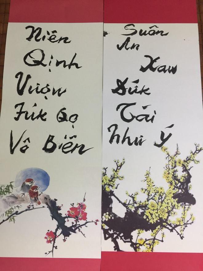 PGS. Bùi Hiền khoe câu đối theo phong cách 'Tiếw Việt'