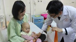 Phó Thủ tướng Vũ Đức Đam thăm bệnh nhân ung thư