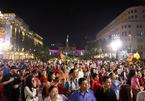 Đường hoa Nguyễn Huệ đón hàng nghìn khách trong đêm khai mạc