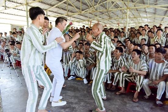 Đàm Vĩnh Hưng mang tiếng hát đến trại giam ngày Valentine - ảnh 5