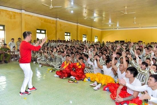 Đàm Vĩnh Hưng mang tiếng hát đến trại giam ngày Valentine - ảnh 7