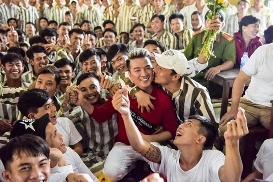 Đàm Vĩnh Hưng mang tiếng hát đến trại giam ngày Valentine - ảnh 9