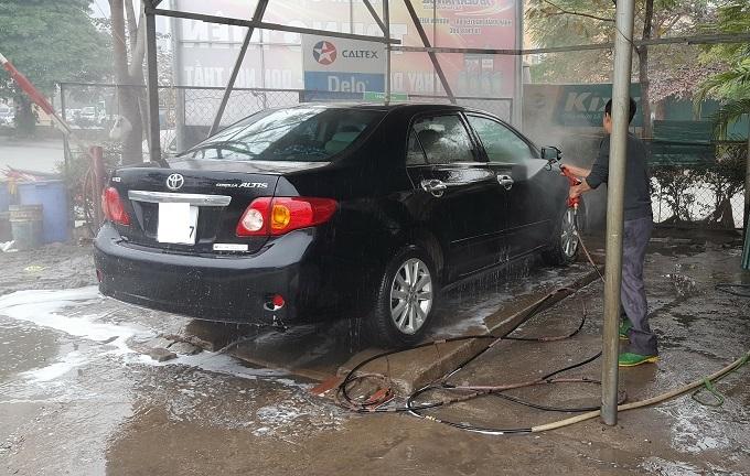 Ngày 30 Tết: Rửa xe 200 nghìn đồng/lượt, khách vẫn ùn ùn xếp hàng - ảnh 8