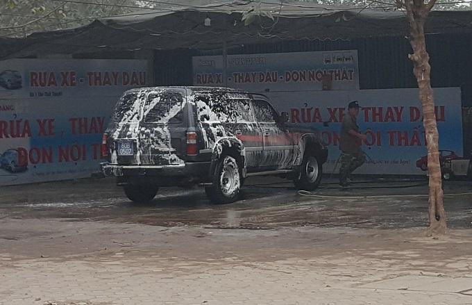 Ngày 30 Tết: Rửa xe 200 nghìn đồng/lượt, khách vẫn ùn ùn xếp hàng - ảnh 9