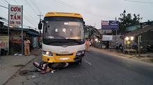 Xe khách lấn trái, tông chết người phụ nữ sớm 30 Tết