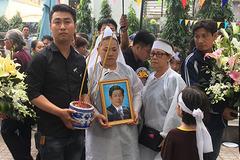 Nghệ sĩ đau buồn tiễn đưa diễn viên Nguyễn Hậu chiều 30 Tết