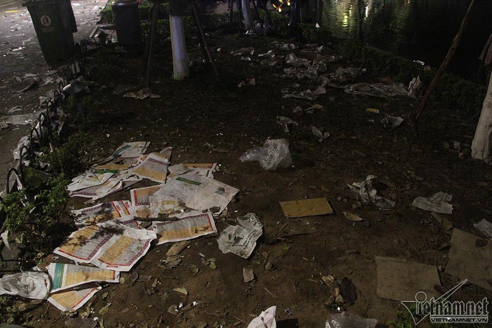 Tết Nguyên đán,giao thừa,pháo hoa,hồ Gươm,Hà Nội,rác,rác thải