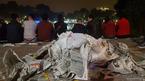 Hẹn hò bên rác sau đêm giao thừa ở Hồ Gươm