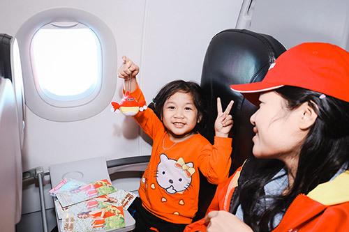 Tết rộn ràng trên chuyến bay 'Chắp cánh yêu thương'