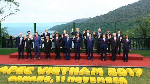 Bức ảnh các lãnh đạo APEC 2017: 'Nghẹt thở' đến phút cuối cùng