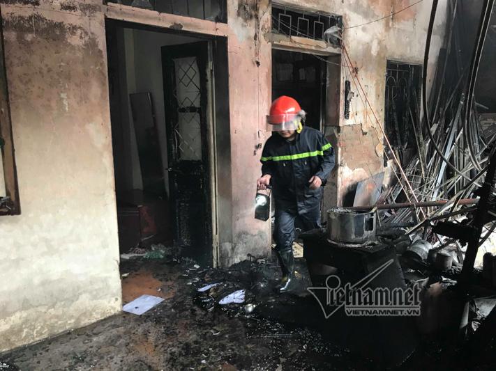 Cháy dãy nhà trọ trên đường Pháp Vân mùng 2 Tết
