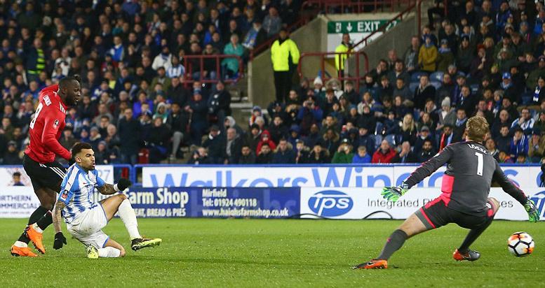 Lukaku bùng nổ, MU thẳng tiến tứ kết FA Cup