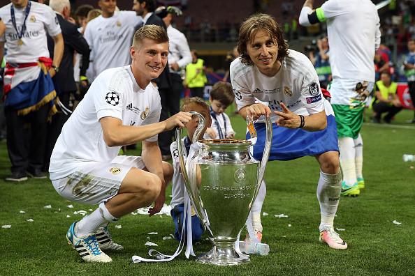 MU 'hốt' cả Modric lẫn Kroos, Real chiêu dụ Harry Kane