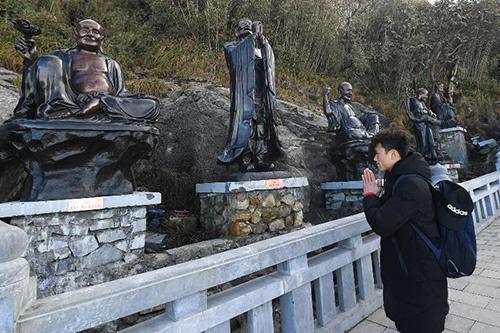 Đầu xuân chiêm bái quần thể văn hóa tâm linh trên Fansipan