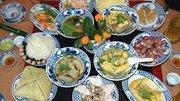 Nghệ nhân ẩm thực hướng dẫn chuẩn bị mâm cỗ hóa vàng năm Mậu Tuất