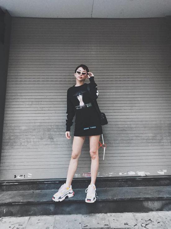 Hương Tràm khoe dàn em gái như hotgirl