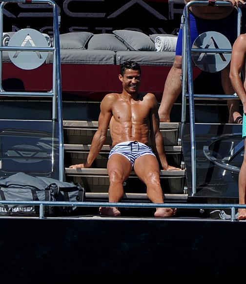 Messi,Ronaldo,Beckham,Sergio Ramos,Du thuyền