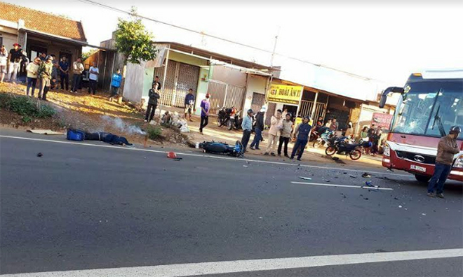 Phượt thủ mất lái đâm vào xe khách tử vong