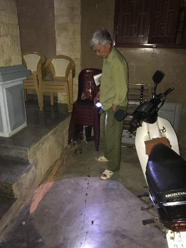 Gia đình thương binh bị ném chất bẩn vào nhà