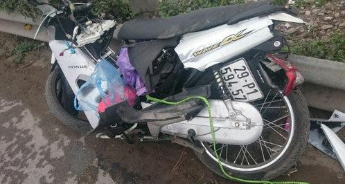 Hà Nội: Vượt gác chắn tàu hỏa, 2 vợ chồng hút chết