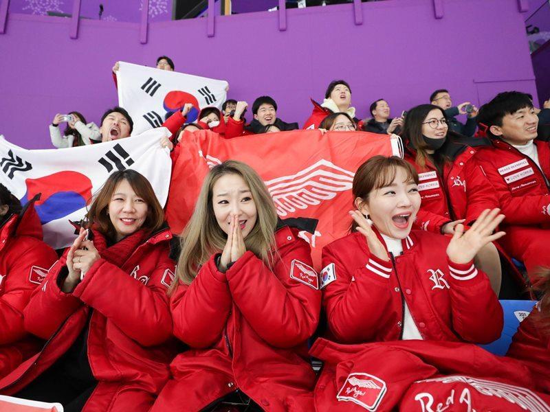 Những 'đội quân sắc đẹp' thiêu đốt khán đài Olympic Mùa đông 2018