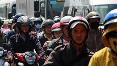 Người dân ùn ùn trở lại Sài Gòn dưới nắng nóng 36 độ C0
