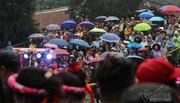 Biển người đội mưa đến khai hội chùa Hương