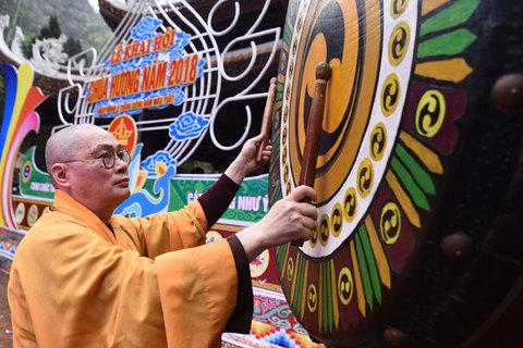 đánh trống khai hội chùa Hương sửa