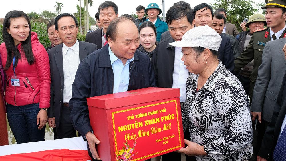 Thủ tướng động viên bà con xuống đồng đầu Xuân