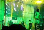 Vũ nữ thoát y nhảy tưng bừng tại đám ma ở TQ