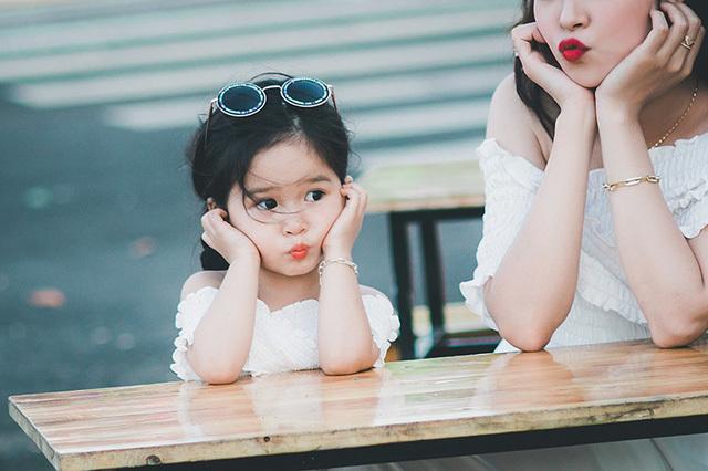 Bộ ảnh đầu xuân xinh đẹp của hai mẹ con gây sốt
