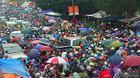 Nghìn người chôn chân trong mưa rét trên đường đến chợ Viềng