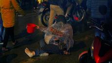 Bồng trẻ em lê lết xin tiền trong đêm chợ Viềng