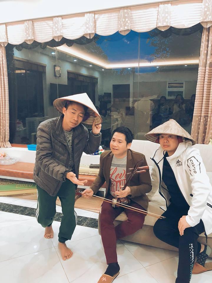 Màn xẩm 'mẹ đã có thai' cực hài của Đăng Dương, Trọng Tấn, Việt Hoàn