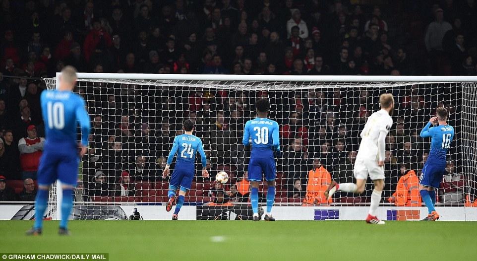 Thua muối mặt, Arsenal lê bước vào vòng 1/8 Europa League