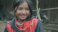 Nụ cười 'tan chảy trái tim' của bé gái H'Mông 'hút' dân mạng