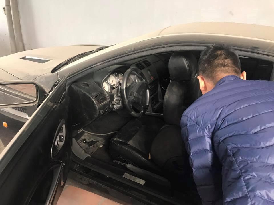 Siêu xe đầu tiên về Việt Nam bị bỏ rơi tại garage