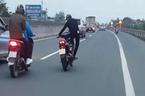 'Thót tim' cảnh nam thanh niên 'diễn xiếc' trên xe máy