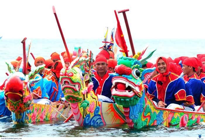 Hà Nội tổ chức đua thuyền trên Hồ Tây