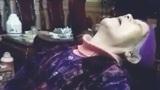 Bà ngoại ngủ gật liên tiếp khi ngồi xem TV cực đáng yêu