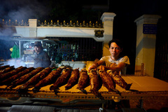 Phố cá lóc nướng hoạt động thâu đêm ngày vía Thần Tài