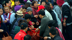 Hàng vạn người chuyền tay, phóng sinh hơn 5 tấn cá ở Hà Nội