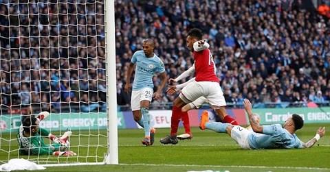 Man City 0-0 Arsenal: Aubameyang bỏ lỡ cơ hội