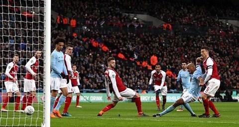 Man City 2-0 Arsenal: Kompany nhân đôi cách biệt