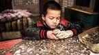 Bé 8 tuổi nhịn ăn sáng để chữa bệnh cho em trai