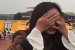 Cô gái khóc nức nở khi biết tin bạn gái đi lấy chồng
