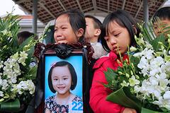 Giác mạc bé gái 7 tuổi được ghép cho 2 bệnh nhân
