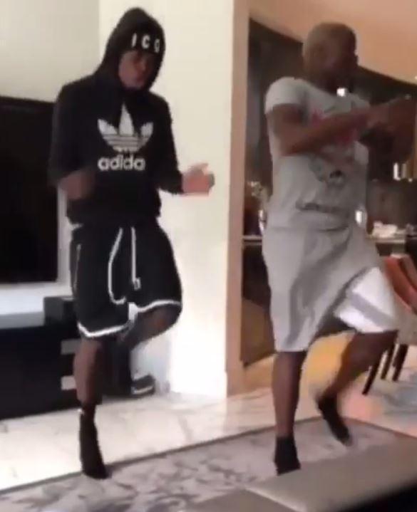Sao MU ăn chơi nhảy múa sau chiến thắng Chelsea